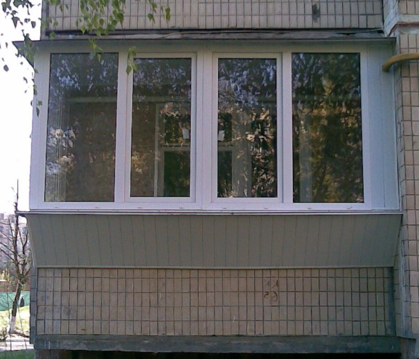 Фото остекления лоджий пвх окнами.