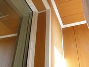 Фото балкона с отделкой матовыми пвх панелями в перово.