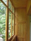 Балконы с деревянными рамами фото.