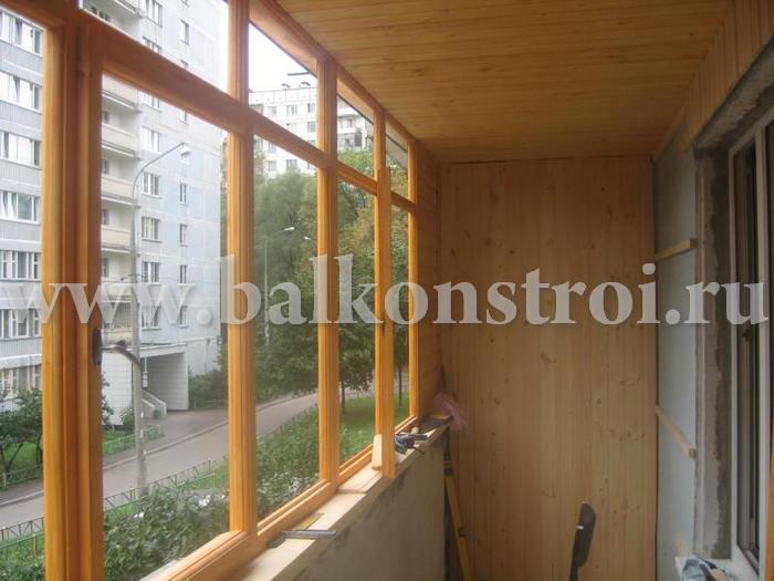 Остекление балконов, лоджий деревянными рамами вид из нутри