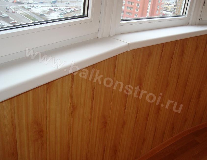 Фото внутренней отделки балкона натуральным деревом.