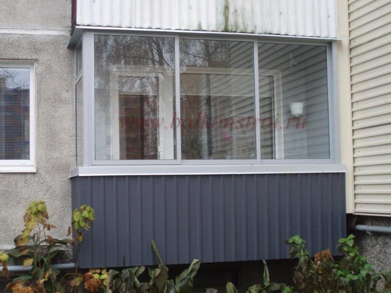 Фото наружной отделки балкона профнастилом в железнодорожном.