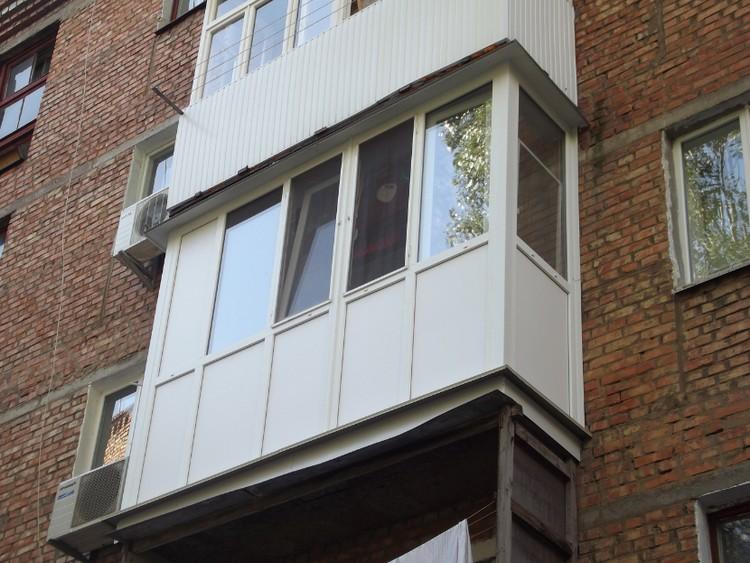 plastikovij-balkon