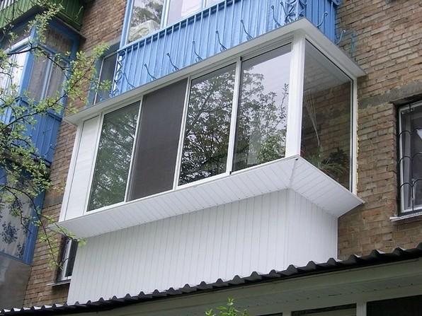 отделка балкона пластиковым саидингом