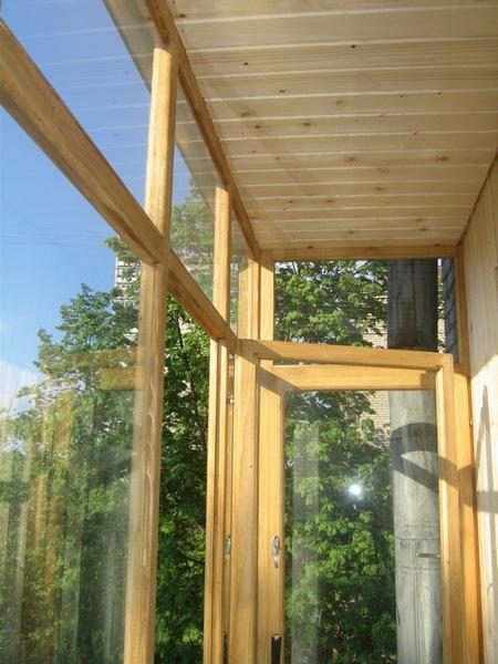 Производство, изготовление деревянных балконных рам на заказ.