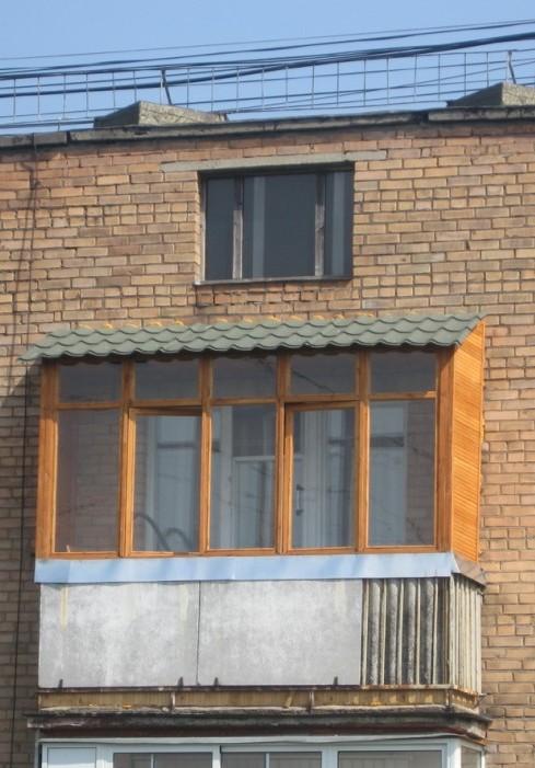 Заказать остекление балконов с крышей, материалы, фото работ.