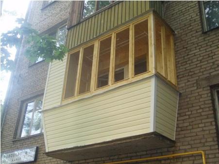 остекление деревянной рамой вид снаружи