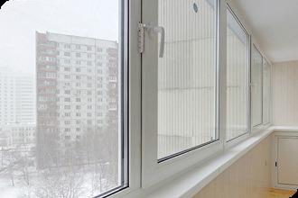 Остекление балкона пластиковыми рамами тёплое