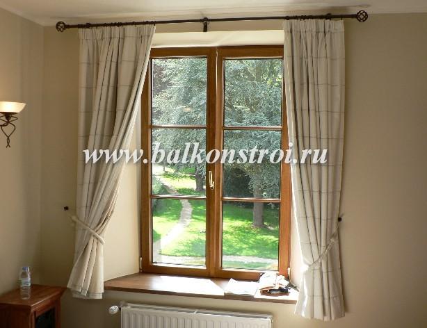 одностворчатое деревянное окно в частном доме