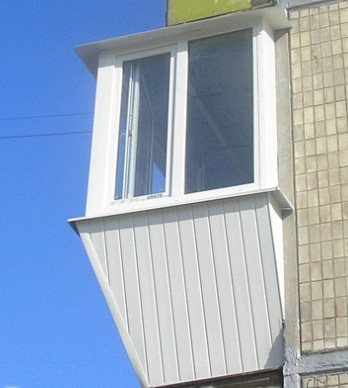 Установка окон с торцов балкона
